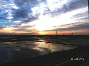 初夏の日の出