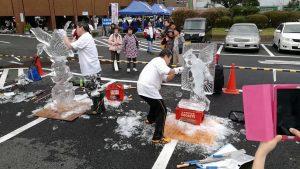 氷を削る気持ち良い音と美しい氷彫刻が今年も